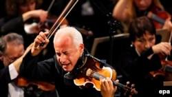 Скрипач Владимир Спиваков жетектеген «Виртуозы Москвы» аталган Мамлекеттик камералык ансамбль 1982-жылдын 30-сентябрында уюшулган.