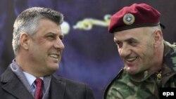 Косовскиот премиер Хашим Тачи и командантот на безбедносните сили на Косово Кадри Кастраи, Приштина, 05.03.2012.
