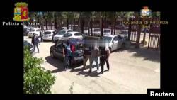 Pamje gjatë arrestimit të çeçenit Eli Bombataliev nga policia e Italisë