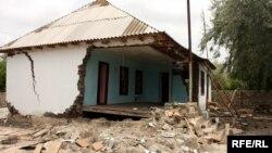 Arxiv foto: 2010-cu ili9n daşqınıdna zərər çəkən evlərdən biri.