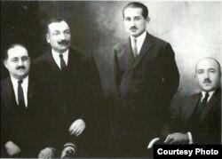 Azərbaycan Demokratik Cumhuriyyətinin qurulmasına iştirak etmiş M. Ə. Rəsulzadə və digərləri.