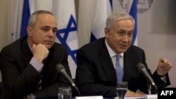 يووال اشتاينيتز(نفر سمت چپ)، وزير اطلاعات و امور راهبردی اسرائيل همراه با بنیامین نتانیاهو، نخست وزیر