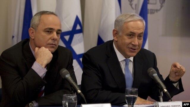 يووال اشتاينيتز، وزير امور راهبردی اسرائيل (چپ) در کنار بنیامین نتانیاهو