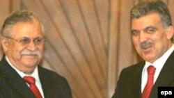 الرئيسان العراقس طالباني والتركي غل