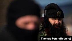 Na slici desno Bratislav Živković protiv koga je u avgustu 2018. Više javno tužilaštvo u Kruševcu pokrenulo istragu za organizovanje učešća u ratu u Ukrajini