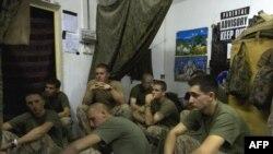 Американские пехотинцы перед выходом на боевое задание. 21 сентября 2009 года