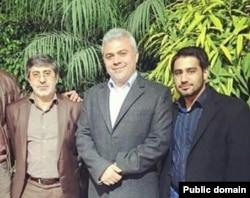 محمدرضا طاهری (نفر اول از سمت چپ)، مداح مشهور و شریک حسن میرکاظمی.
