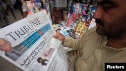 """Пәкістандық газеттегі """"Талибанның"""" ауғандық қанатының жетекшісі Мулла Ахтар Мансурдың мерт болғаны жайлы хабарлама. 23 мамыр 2016 жыл."""