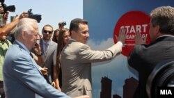 """Почеток на изградбата на висококатниците на """"Џевахир холдинг"""" во општина Аеродром. 16 јули 2012."""