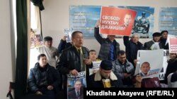 Активисты на суде по делу Мухтара Джакишева. Семей, 3 марта 2020 года.