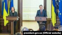 Федеріка Моґеріні й Петро Порошенко. Київ, 12 березня 2018 року