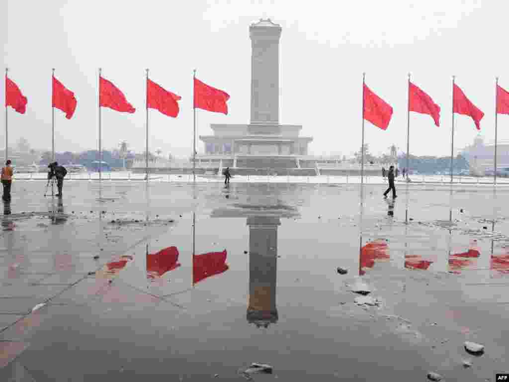 Плошча Цяньаньмэнь у Пэкіне ўпрыгожаная перад пачаткам сэсіі Народнага сходу КНР.