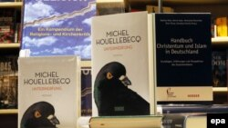 "Almaniya - Michel Houellebecq-in ""İtaət""i bestsellerdir."