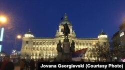 Сербы, живущие в Праге, проводят акцию протеста против своего президента Вучича