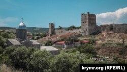 Вид на крепость в Феодосии