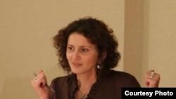 Фатима Тлисова, одна из активисток черкесского движения за рубежом весной нынешнего года приезжала в Тбилиси, чтобы подписать прошение в грузинский парламент о признании геноцида