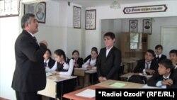 Тәжік мектептерінің бірі. Душанбе, 6 мамыр 2013 жыл.