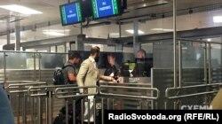 Суддя Артур Ємельянов в аеропорту Відня