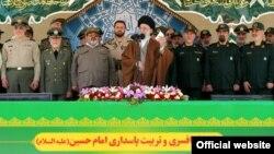 رهبر جمهوری اسلامی در جمع فرماندهان نظامی و انتظامی ایران