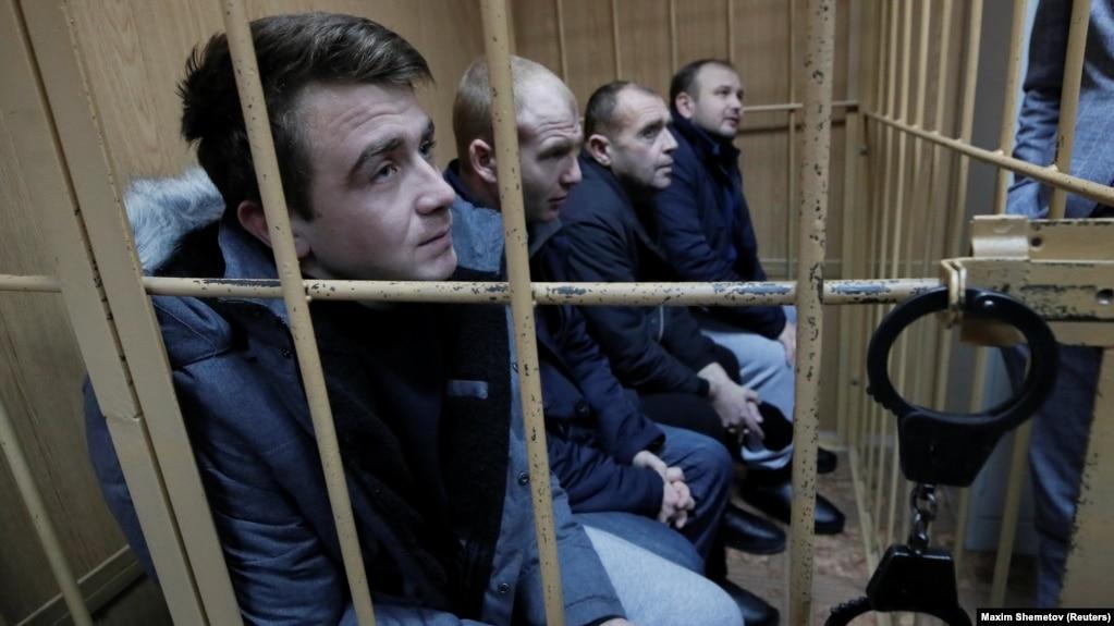 Богдан Небилиця та троє українських військових на засіданні суду в Москві, січень 2019 рік