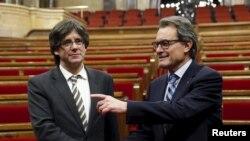 Президент Женералитета Каталонии и член Каталонской европейской демократической партии Карлес Пучдемон (слева).