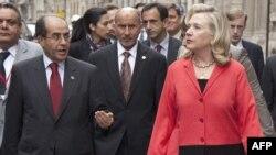 Хилари Клинтон во Париз