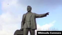 Пам'ятник Петровському в Дніпрі, нині знесений