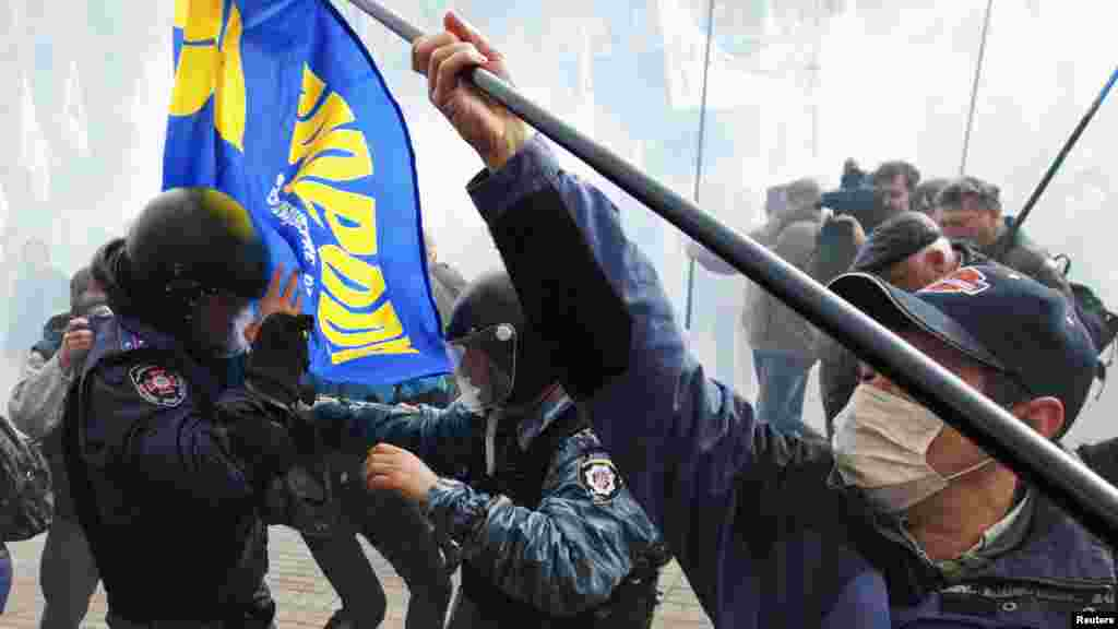 Activists of opposition parties in Ukraine clash with riot police as they attempt to get into the mayoral office during a rally against the Kyiv mayoral election, which has been postponed until 2015. (Reuters/Valentyn Ogirenko)