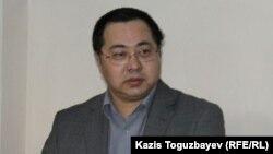 Гражданский активист Ермек Нарымбаев на суде. Алматы, 18 декабря 2015 года.