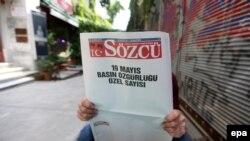 Газета Sozcu вышла с пустыми страницами в знак протеста против действий полиции