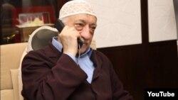 Фетхулла Гүлен, АҚШ-та тұратын түркиялық дін қайраткері.