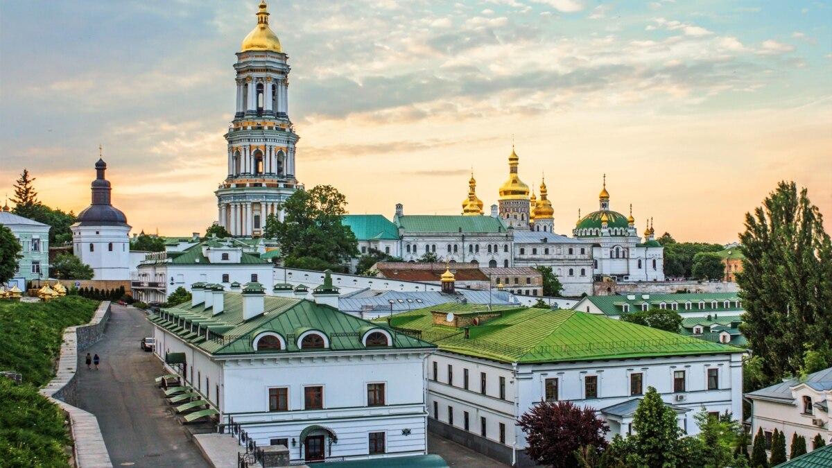 Зеленский ответил на петицию с требованием передать Киево-Печерскую лавру ПЦУ