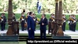 Тожикистон президенти Эмомали Раҳмон Ўзбекистон президенти Шавкат Мирзиёевнинг таклифига биноан 17 август куни эрталаб давлат ташрифи билан Тошкентга келди.