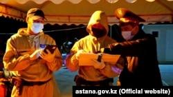 Сотрудники полиции в Нур-Султане.