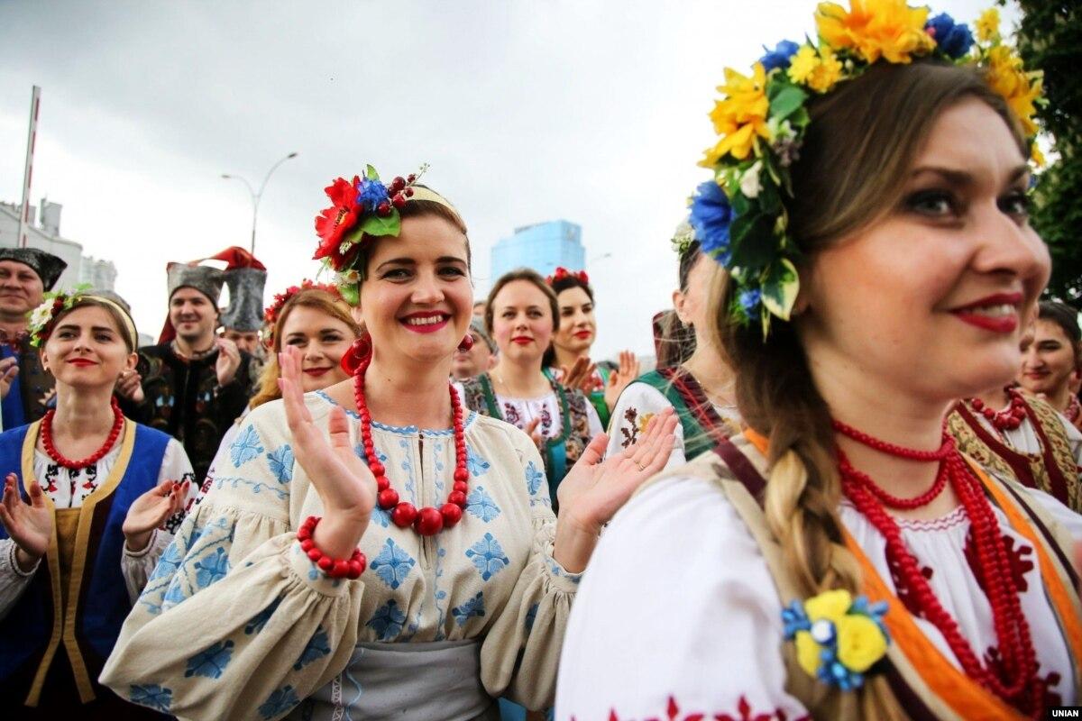Количество пессимистов относительно направления движения Украины сократилась вдвое – американское исследование