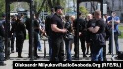 Потрапити на Куликове поле в Одесі, де розташований Будинок профспілок, можна лише через рамки металошукачів, 2 травня 2017 року