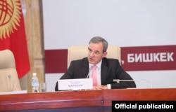 У главы французской делегации Тьерри Мариани давние связи с постсоветскими странами