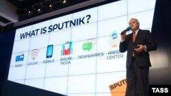 Дмитрий Киселев на презентации новостного агентства Sputnik, ноябрь 2014 года.