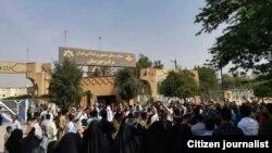 اعتراض در اهواز در پی پخش یک میانبرنامه با نام «ببین و بساز»