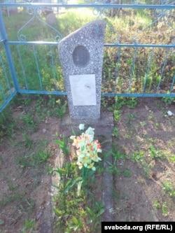 Помнік маці Быкава ў Бычках