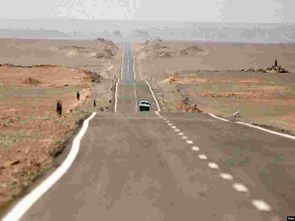 جاده كرمان _ مشهد در كوير لوت