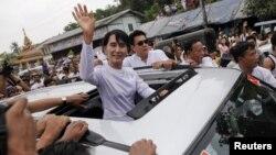 Лідер опозиції Аун Сан Су Чжі стала членом парламенту М'янми, 2 квітня 2012 року
