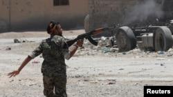 Suriyada kürd yaraqlısı