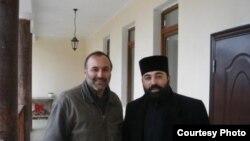 Отец Хайрик и Валерий Балаян