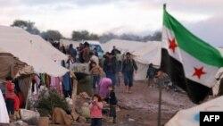 Сирийские беженцы на границе с Турцией