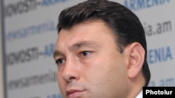 "Eduard Sharmazanov: ""Counterbalancing mechanisms."""