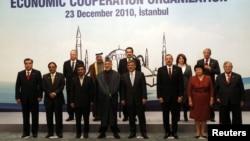قادة دول مشاركون في قمة منظمة التعاون الإقتصادي في أسطنبول
