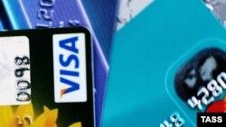 Visa kartlary togtadyldy; diňe ýurduň daşyndaky studentler $300 alyp biler