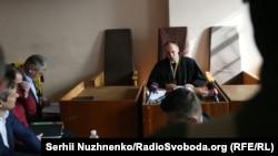 На судовому засіданні у справі Романа Насірова до перерви в ньому, 5 березня 2017 року