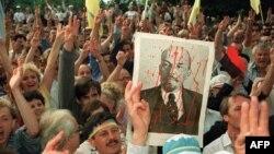 Мітынг каля будынку ЦК КПУ на наступны дзень пасьля абвяшчэньне незалежнасьці Украіны. Кіеў, 25 жніўня 1991 г.